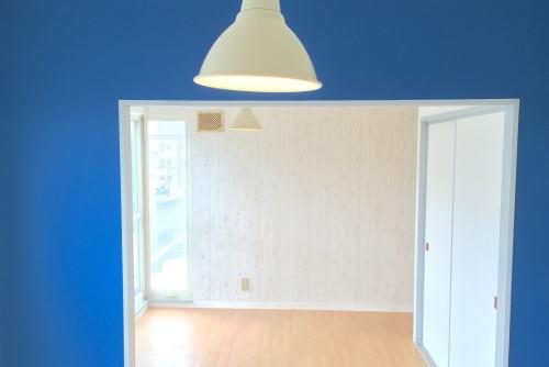 青いアクセントクロスの部屋(札幌市白石区,家賃36,000円)